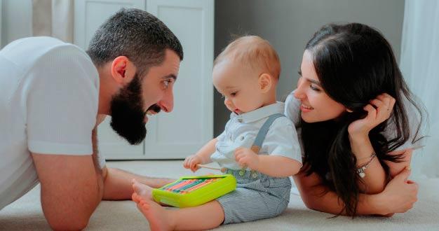 Brincadeiras que estimulam o desenvolvimento do bebê