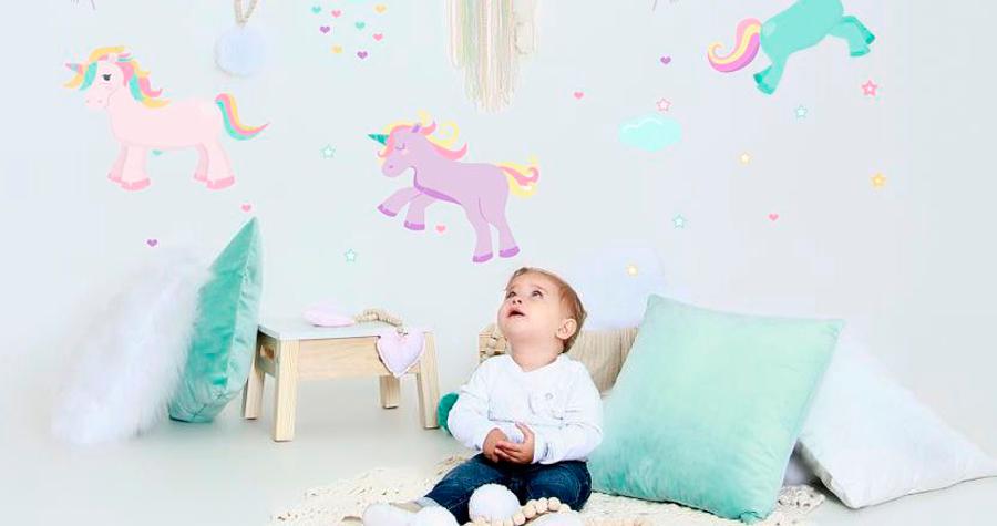 Inove na decoração do quarto do seu pequeno usando adesivos de parede. Confira o post e inspire-se!