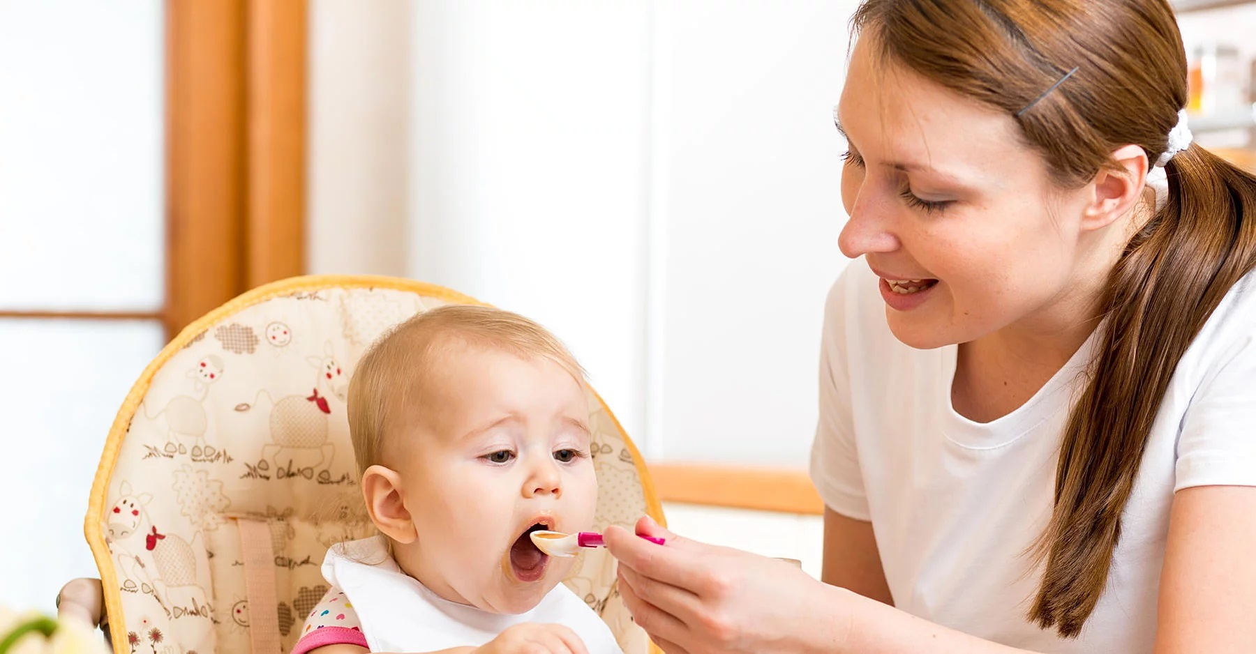 Alimentação para bebê de 1 ano: o que deve ser evitado